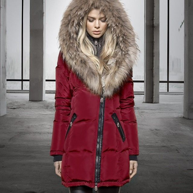 Canadian luxury outerwear designer Nicole Benisti. Gorgeous coat design !