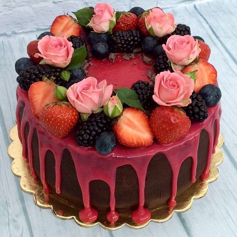 Торт с велюром и цветами