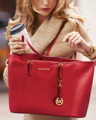 Maravilloso bolso rojo de Mikel kors
