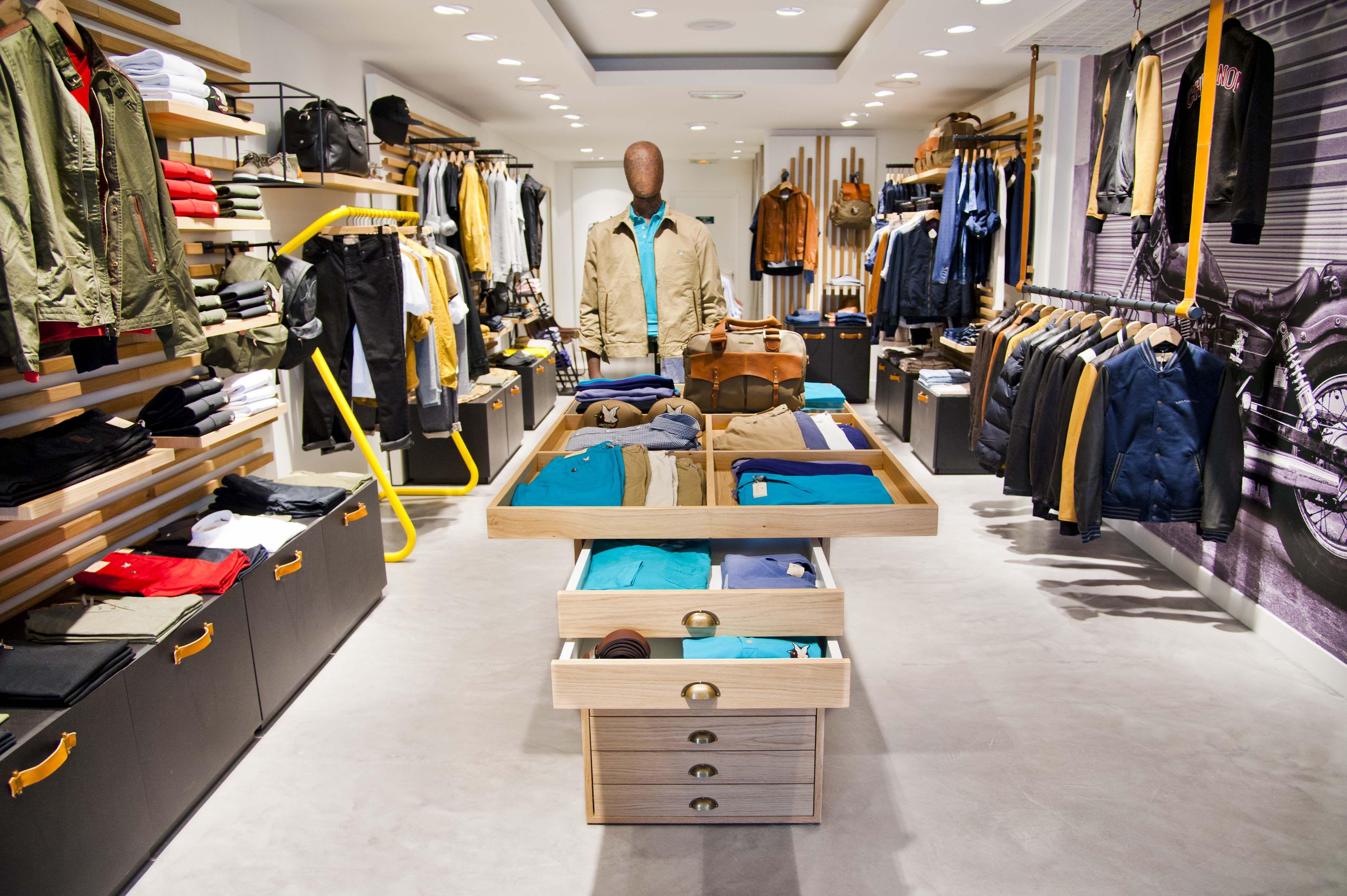 Chevignon Nouveau Concept Lineaire Textile Homme Merchandising