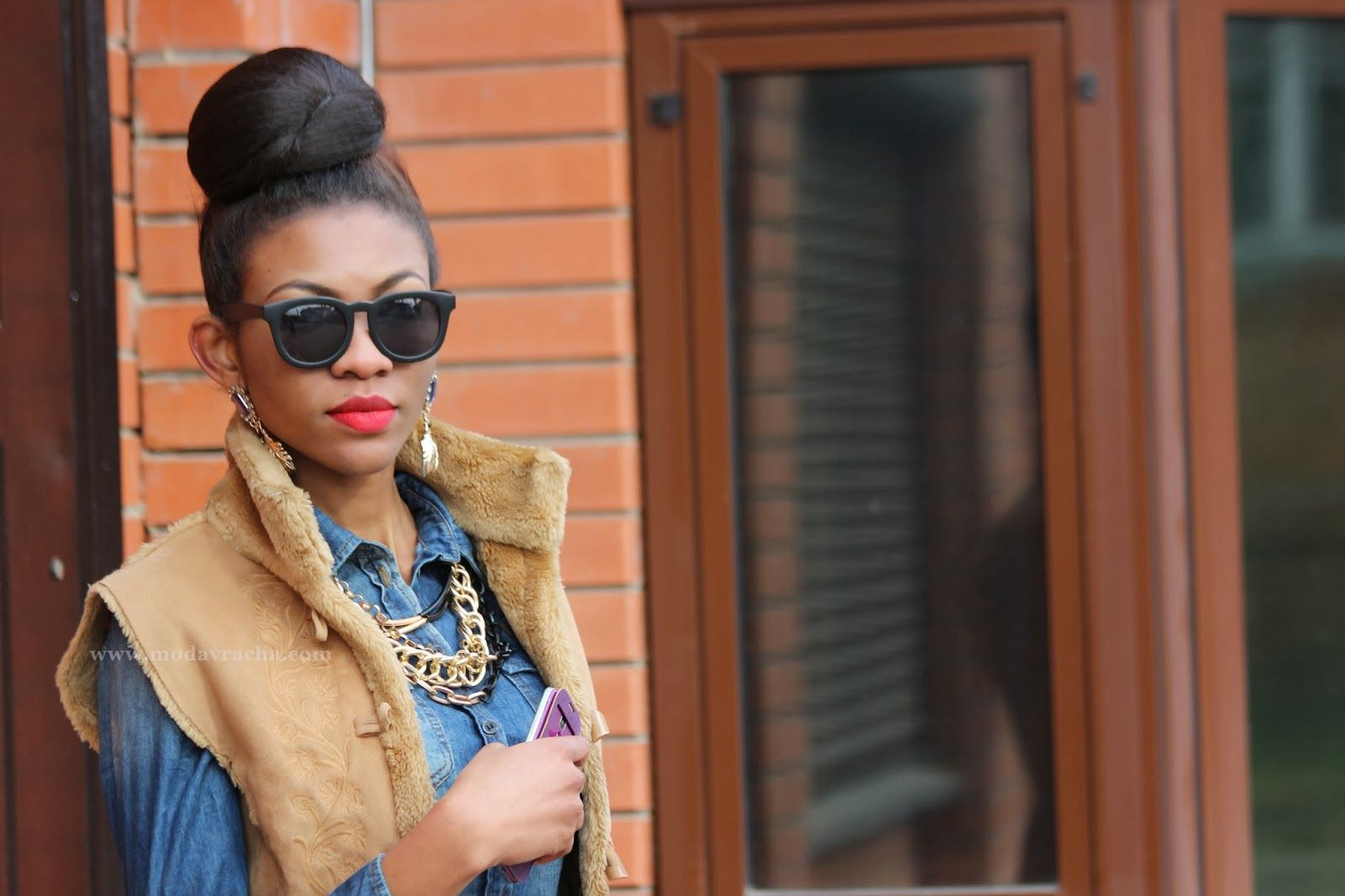 ModaVracha's Spot | Personal Style | Fashion Blog: Denim Shirt, Pencil Midi Skirt And Gilet Outfit