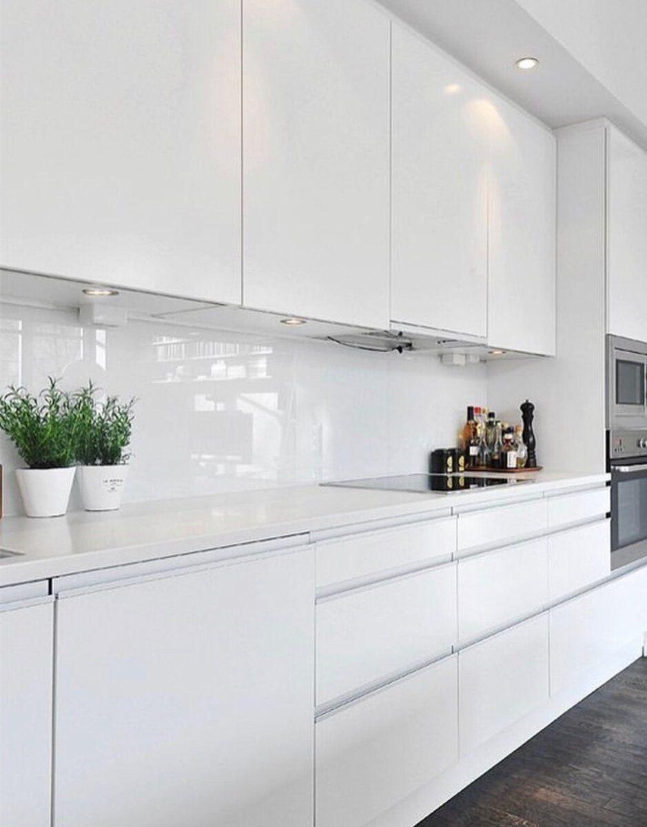 12 модных и практичных фартуков для белой кухни вместо ...