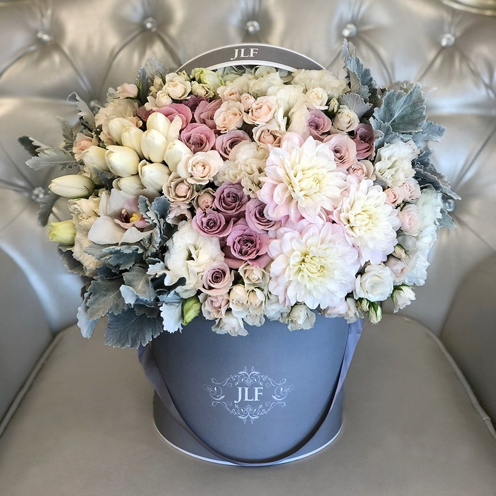 Looking For Beautiful Fresh Flowers Jlf Beaute Faith Roses In Blush Lavender Vibes Rest Alongside Fresh Flowers Arrangements Flower Arrangements Flower Bouqet