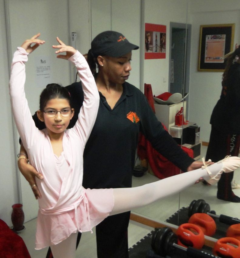 Melissa 10 ans, coaching danse avec Tina Anglio, une technique doit être poitillleuse pour la danse, Tina vous aidera à vous perfectionner sur votre placement lors de vos cours de danse et spectacle de danse. Optimsez votre technique..!