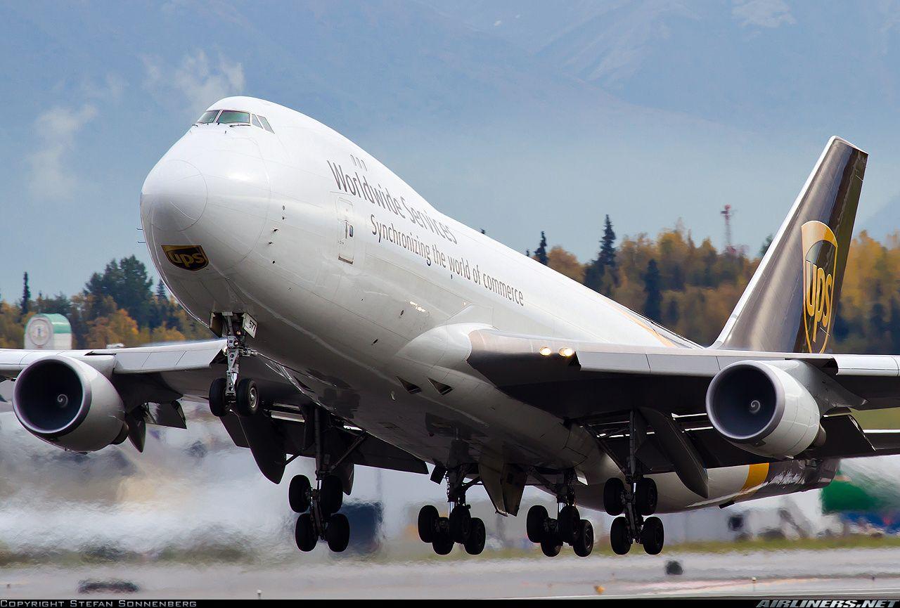Boeing 74744AF/SCD United Parcel Service N577UP Take off