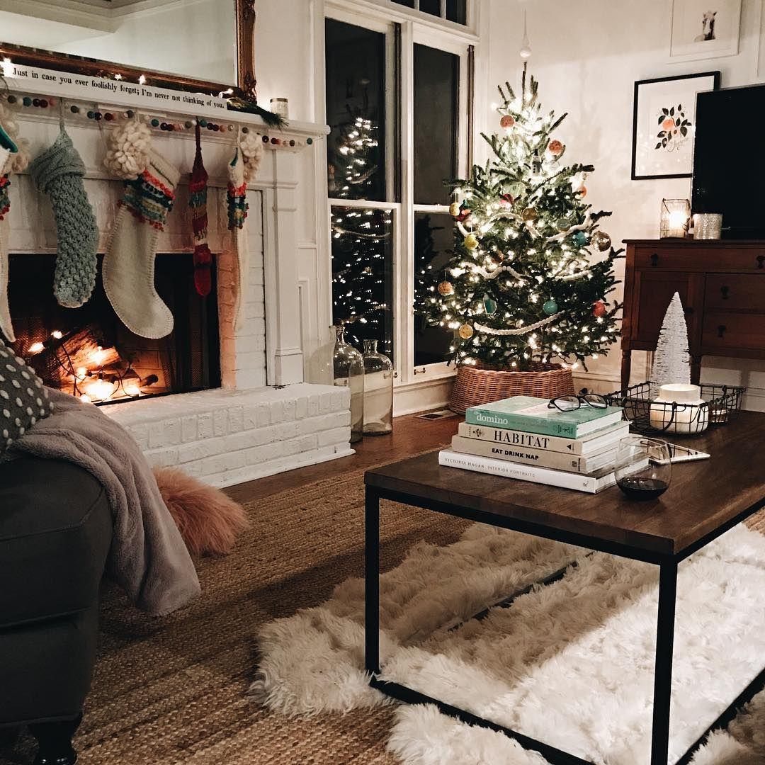 Living Room Tree Art: Cozy Living Room & Christmas Tree