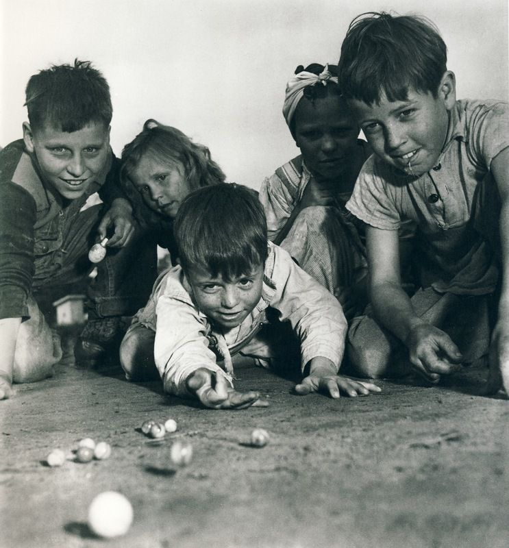 Sam Shaw Shildren Playing With Marbles Missouri 1940s Vintage