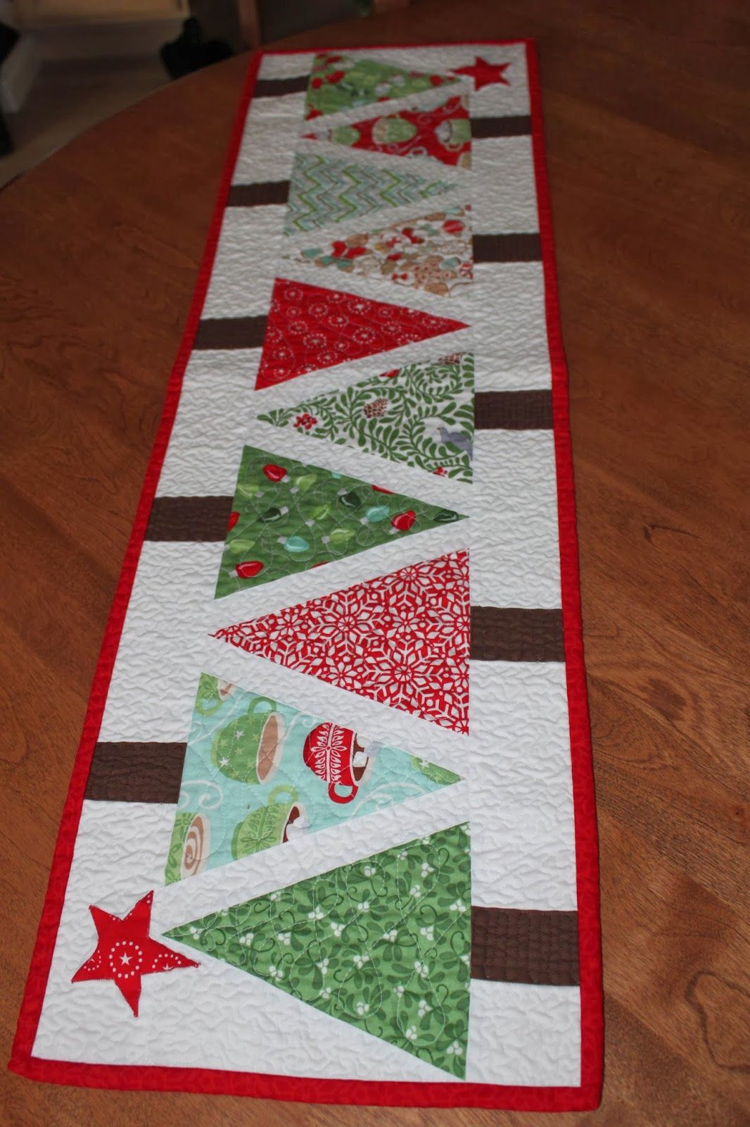 Christmas Table Runner Diy.Sewcial Stash Table Runner I Really Want To Make This