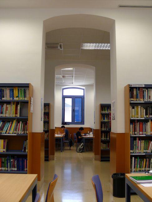 Facultad De Empresa Y Gestión Pública Campus De Huesca Universidad De Zaragoza Unizar Zaragoza Sala De Lectura Biblioteca