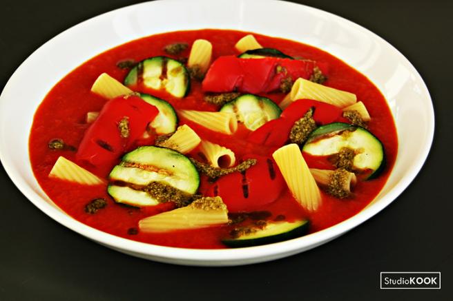 Tomatensoep met pasta en gegrilde groenten StudioKOOK Demi Hageman