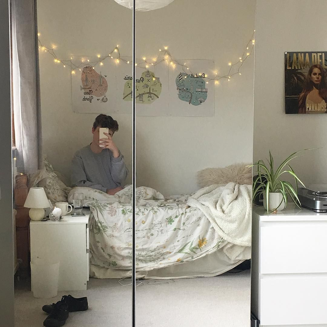 Grunge Bedroom Aesthetic | Nakedsnakepress.com