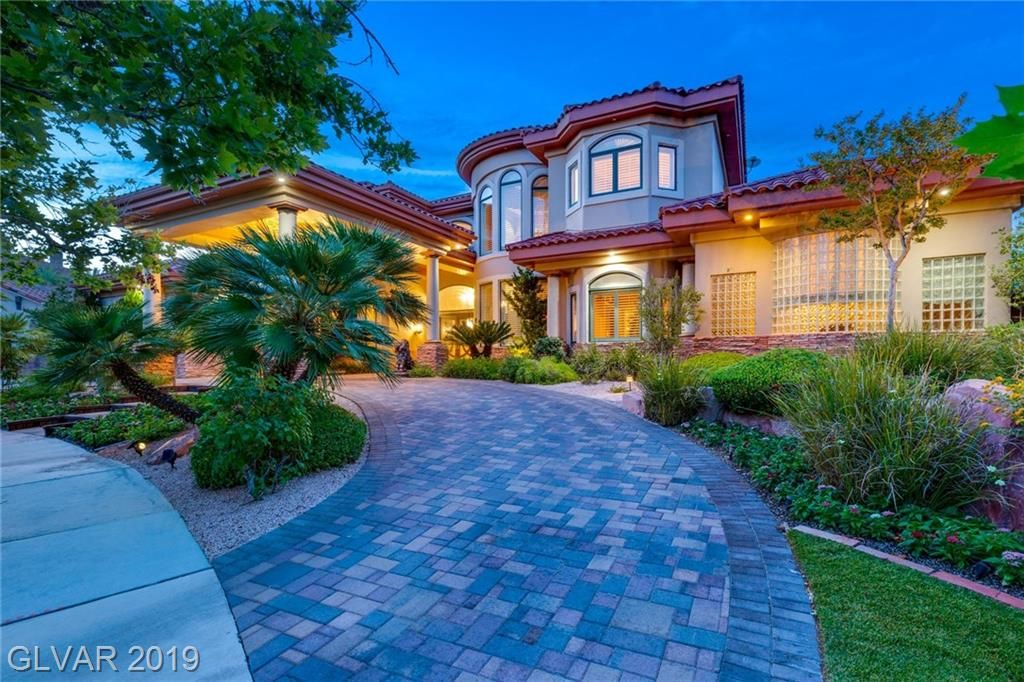 Las Vegas luxury home for sale features 6 Bedrooms,7