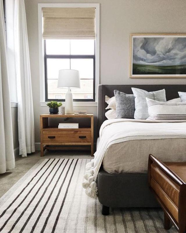 BEDROOM | rug + side tables + bedding
