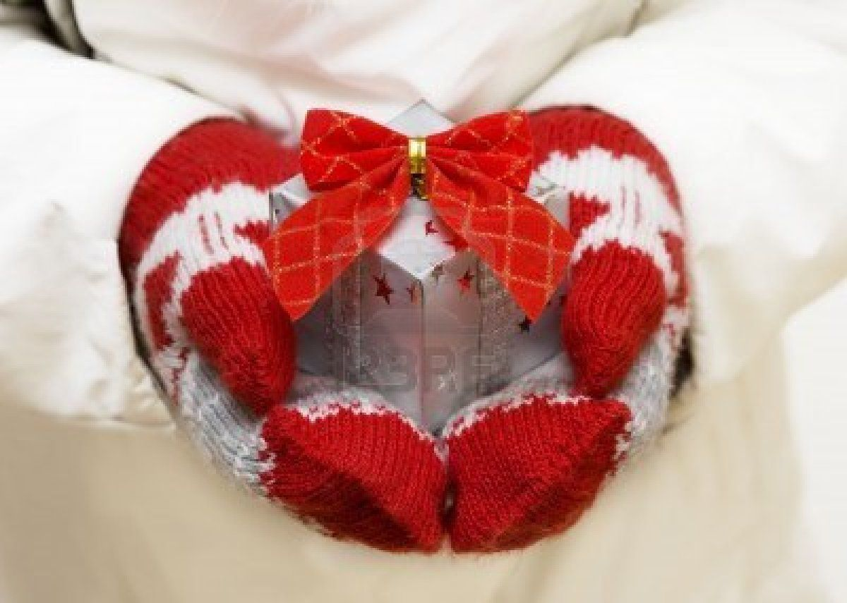 Giving Christmas - red & white mittens