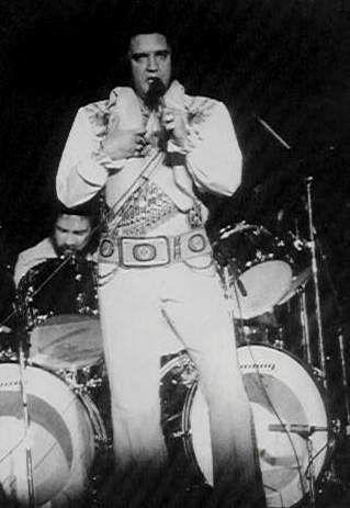 Elvis on stage in Largo , june 27 1976.