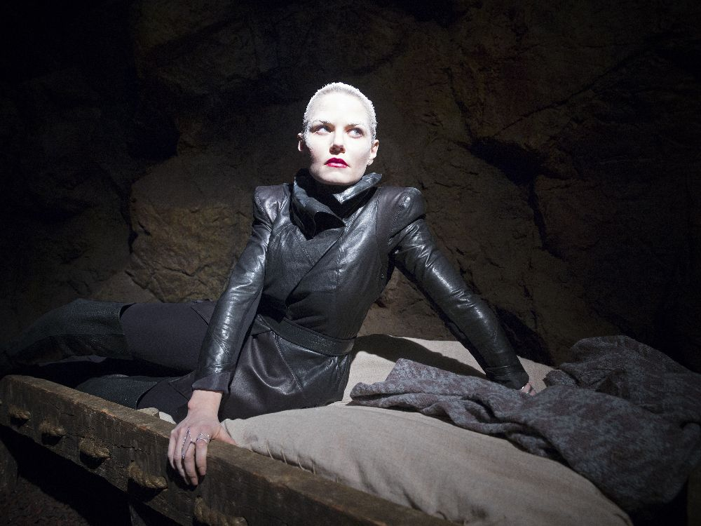 ONCE UPON A TIME - Pictures and trailer for Season Five from Comic-Con