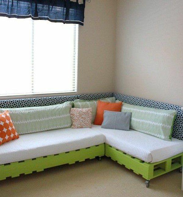 Unique wohnzimmer designideen diy m bel sofa aus paletten mit rollen gr n