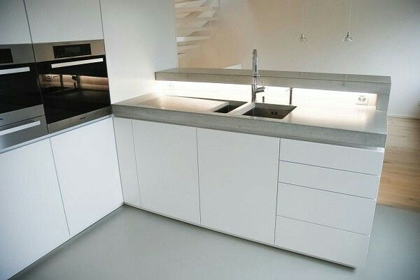 Cucina Bianca Con Top In Cemento Kitchen Design Examples Concrete Kitchen Kitchen Design