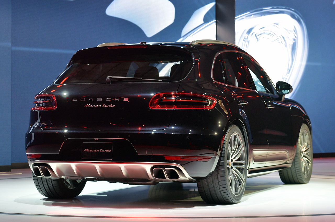 view detailed pictures that accompany our 2014 porsche macan turbo la 2013 article with close up photos of exterior and interior features photos - 2014 Porsche Cayenne Turbo S Interior