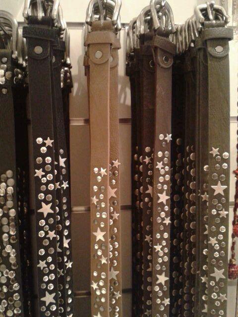 endlich gibt's die Ledernietengürtel mit Sternen in schmal!!! je 14.90€ schwarz, taupe, schoko, grau