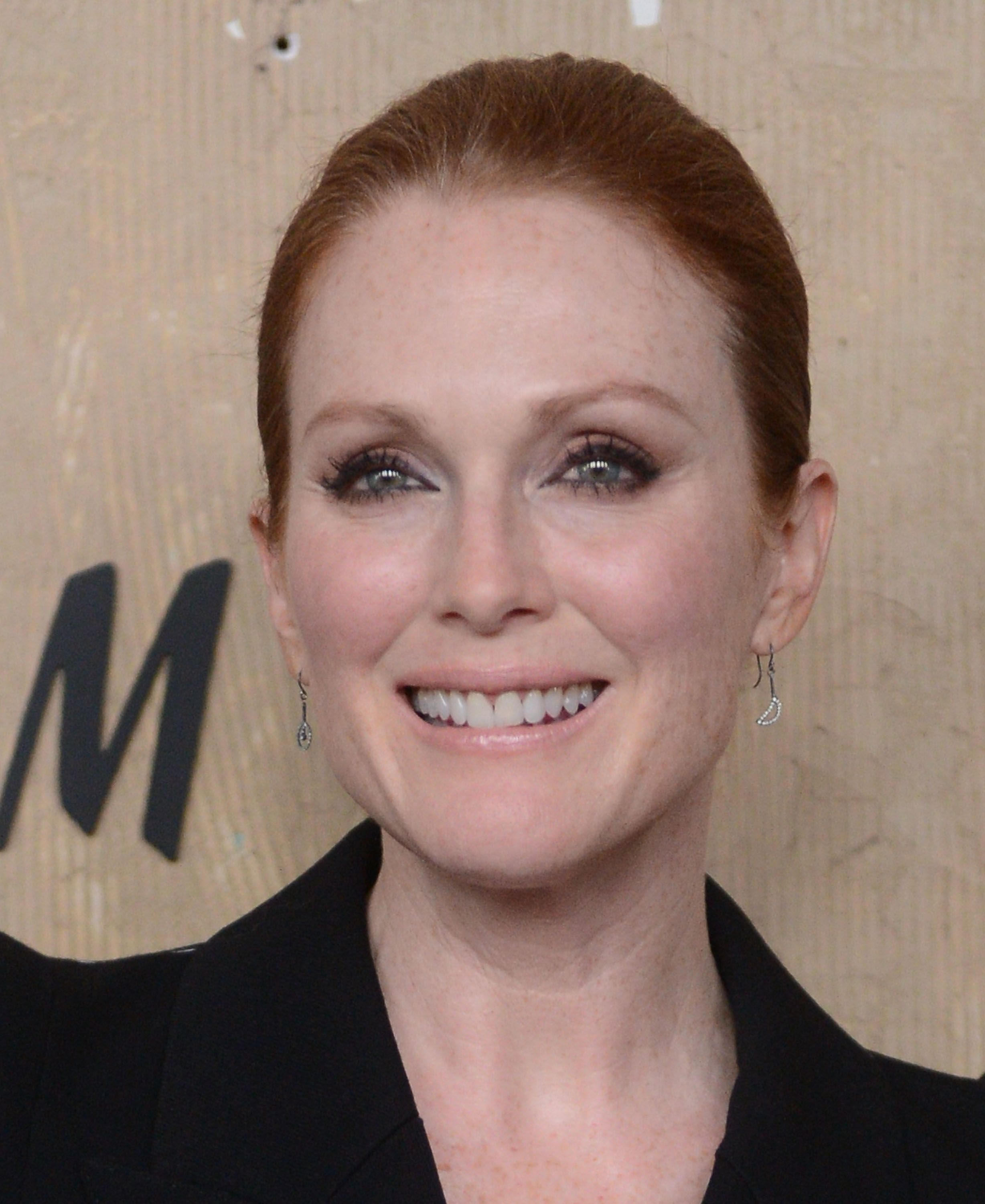 julianne moore street