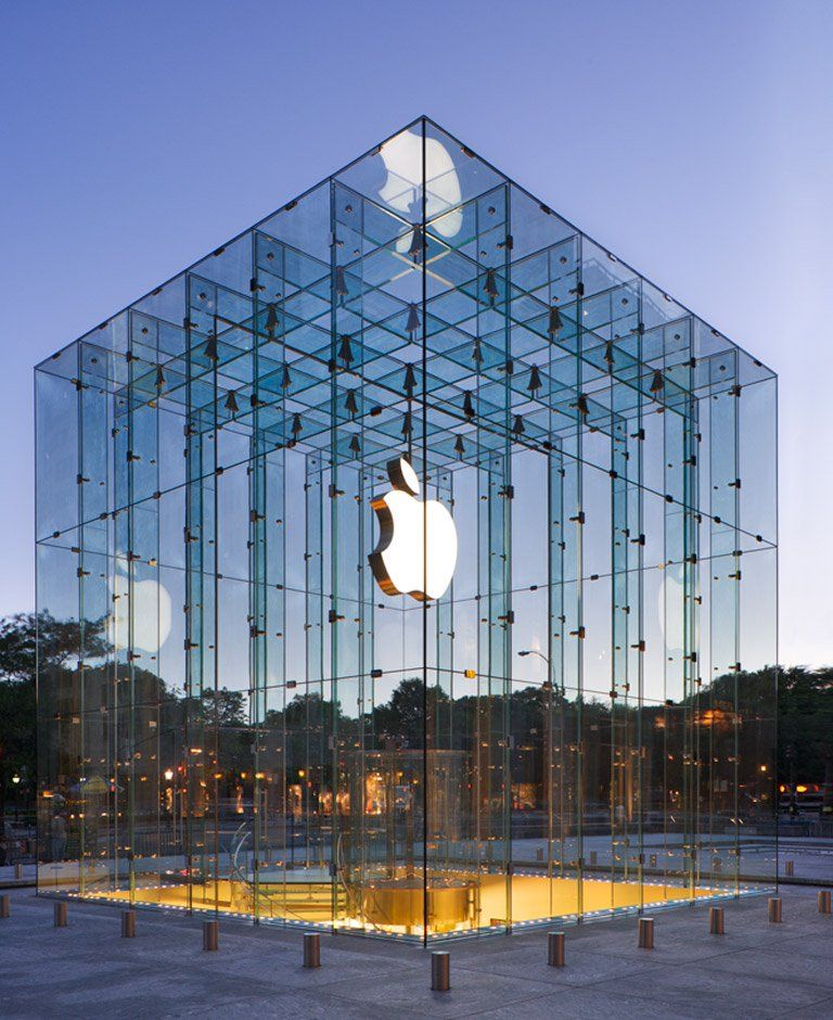Apple Store Fifth Avenue Ny The Entire Store Is Below The Plaza The Only Thing Visable At The Street Le With Images Store Architecture Amazing Architecture Glass Store
