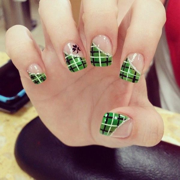 35 Gingham and Plaid Nail Art Designs | Black polish, Plaid and ...
