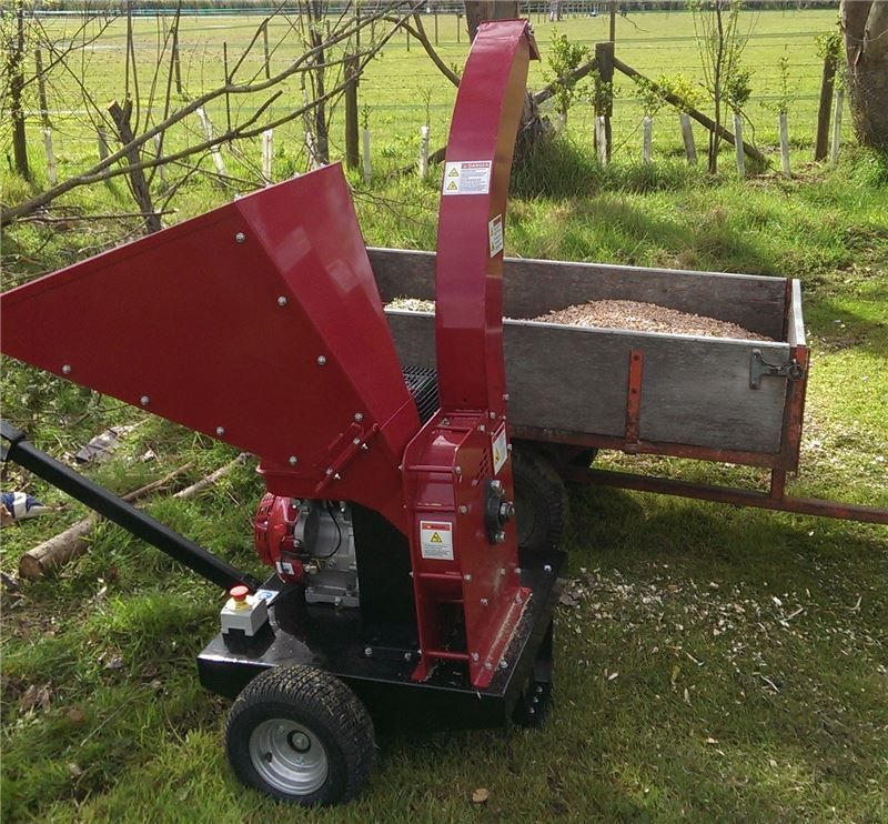 The Tp1200 Petrol Wood Chipper 1229 Delivery Http Www Titan Pro Co Uk Petrol Wood Chipper Tp1200 1560 0 Product Aspx Wood Chipper Petrol Wood
