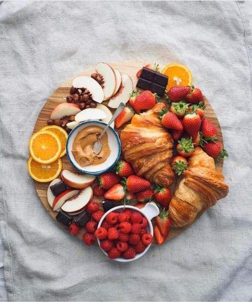 Inspiration☀️ #food #sweet #strawberries #croissant #peach #raspberries #FRUiTS #orang… | Petit ...