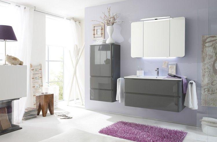 meuble salle de bain moderne en gris laqué, tapis rose, tabouret bas - Peindre Un Meuble En Gris