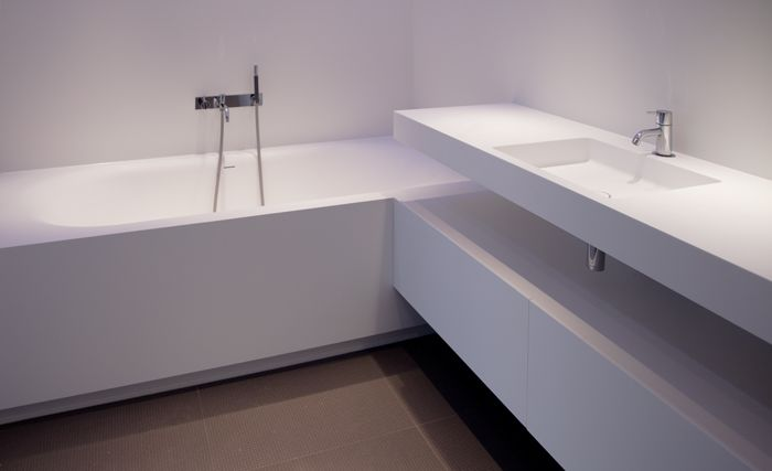 Ligbad naadloos aan badmeubel bad toilet bath