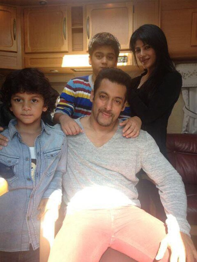 Salman Khan with Sajid Nadiadwala s wife and kids | Salman ...