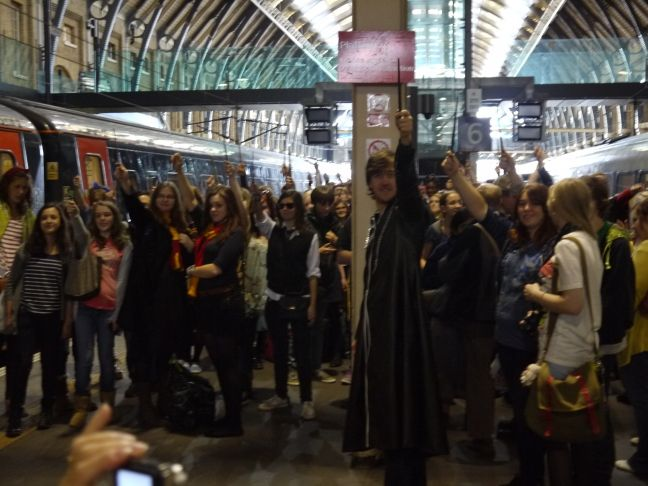 Oh Potterheads Why Don T I Live In London Yer A Wizard Harry Kings Cross Station Wizarding World