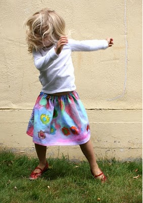 DIY Craft Skirts for girls  http://www.filthwizardry.com/2010/08/getting-paint-and-markers-on-clothing.html