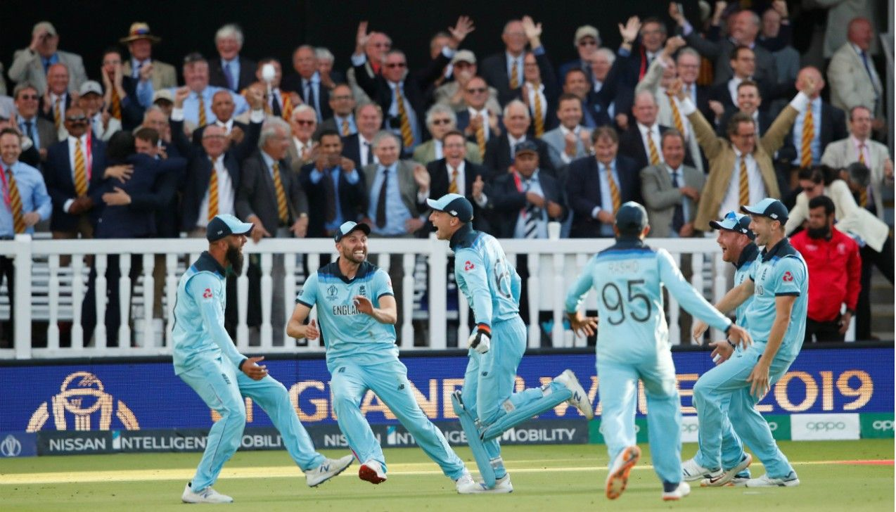 England Lift World Cup After Tied Super Over World Cup Cricket World Cup World Cup Final