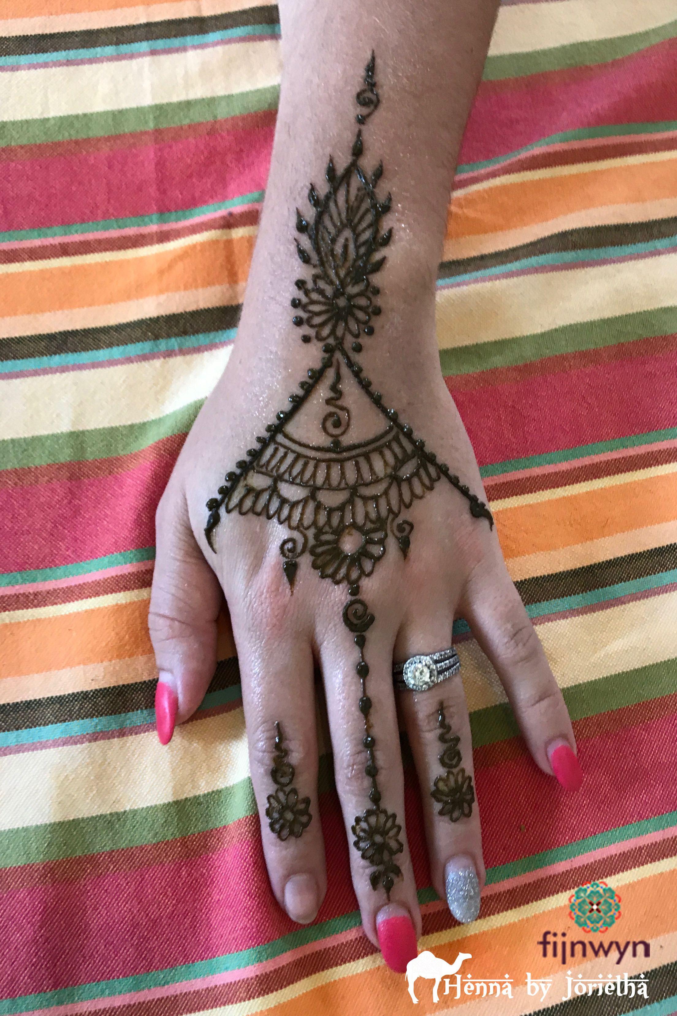 Henna Hand / Henna Tattoo / Henna Arm Henna in Pretoria