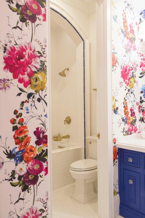 White Room With Colored Busy Walls Small Bathroom Wallpaper Shabby Chic Bathroom Bathroom Wallpaper