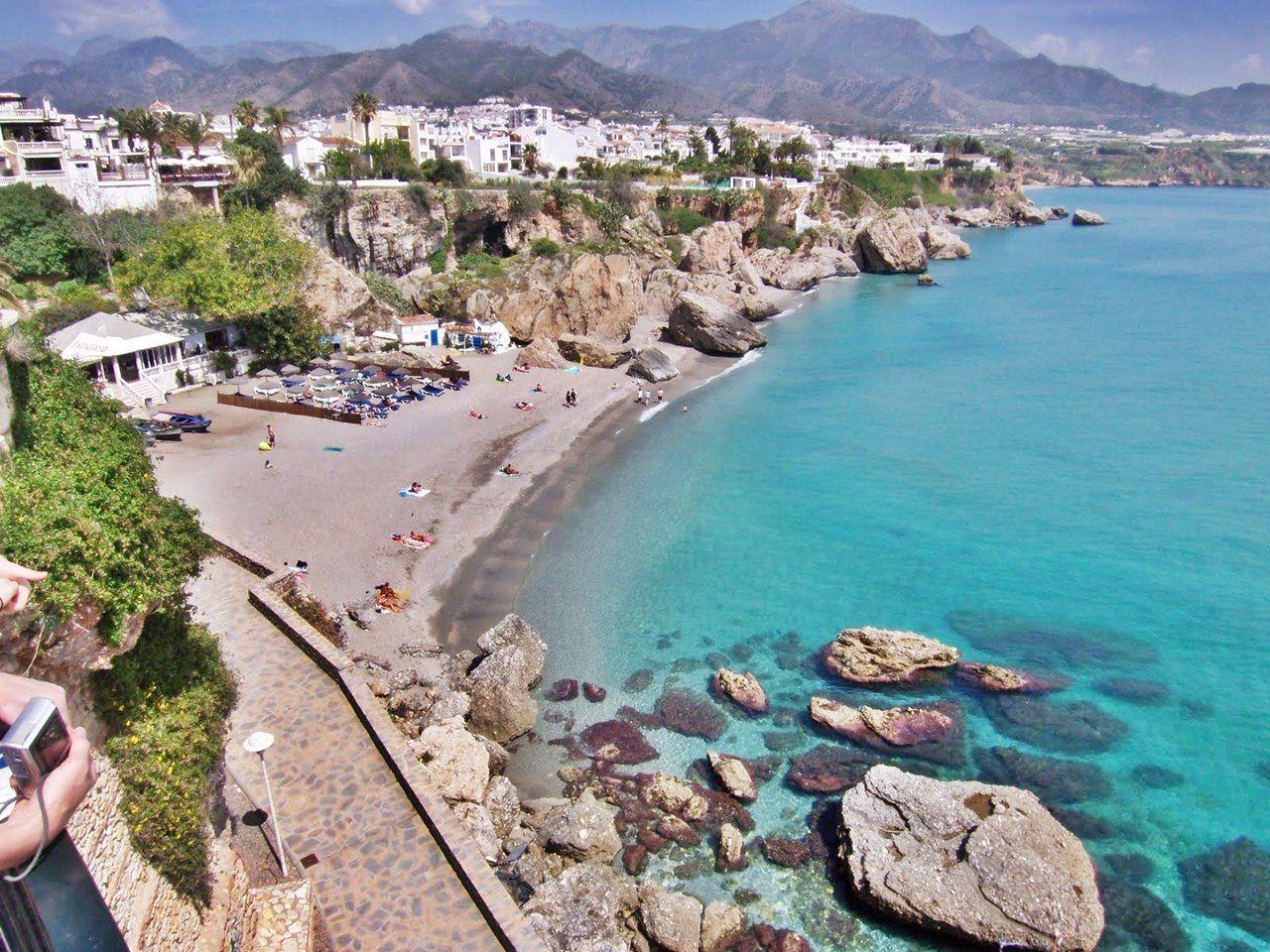 Nerja Uno De Nuestros Destinos Favoritos Para Disfrutar De Nuestras Vacaciones Estivales Un Típico Pueblo Andaluz En El Que Disfrutar De Nerja España Viajes