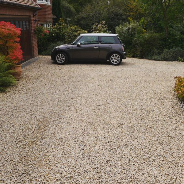 Cotswold Stone Chippings Driveway In Hampshire Driveway Landscaping Driveway Design Landscaping Supplies