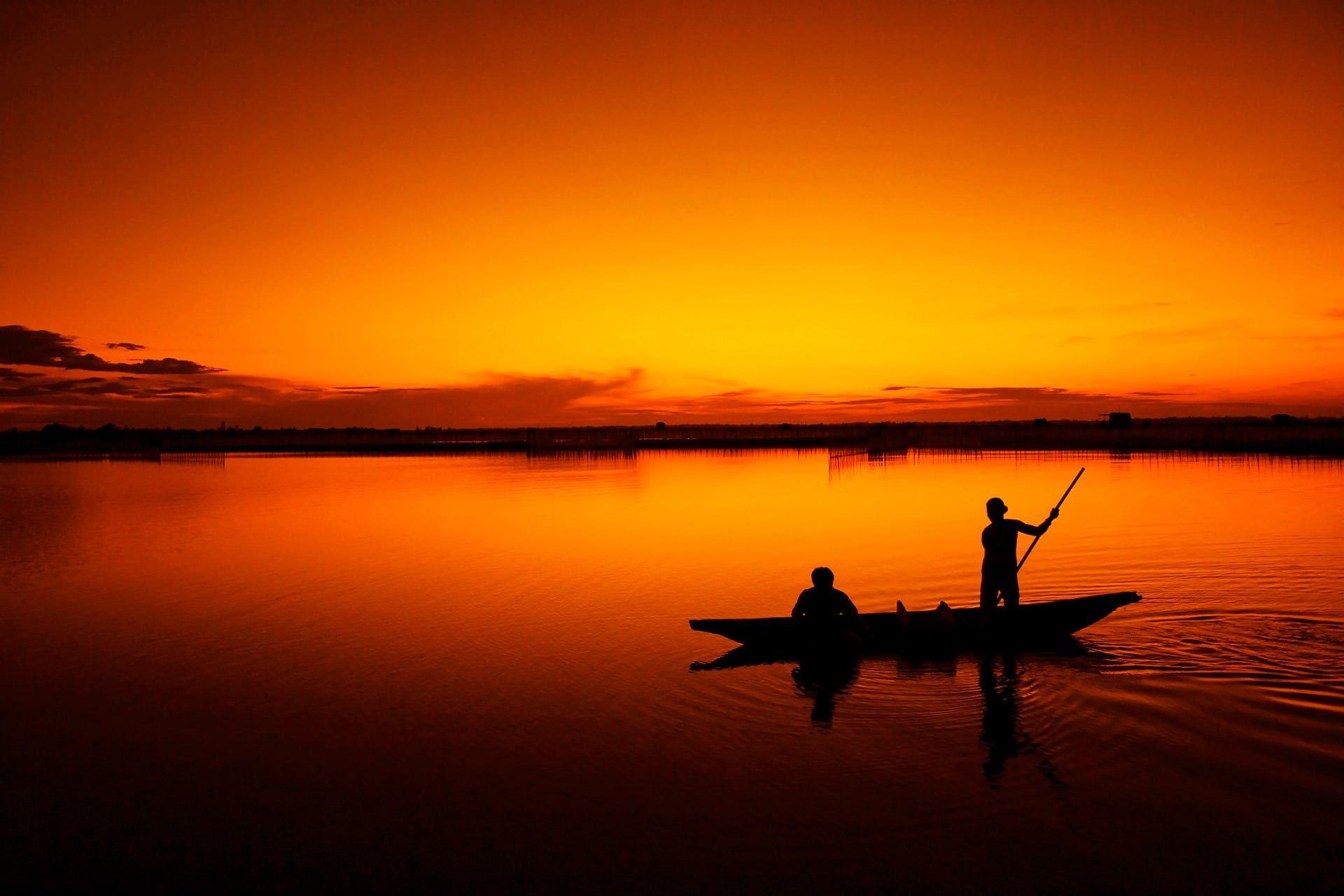 Silhouette Of Two Men On Canoe During Sunset Fishing Boat Fisherman Tam Giang Lagoon Hue Sunset Vietnam Binh Minh S Salt Water Fishing Fishing Trip Trip