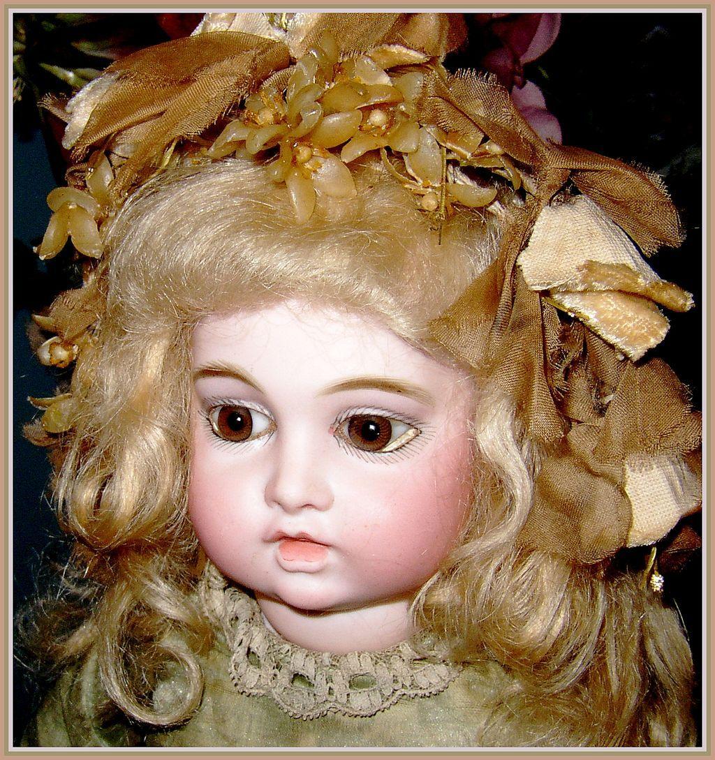 Magnificent French Bru Jne 5 - early rare circle dot / bru jne trans. doll - Original silk costume + trousseau!