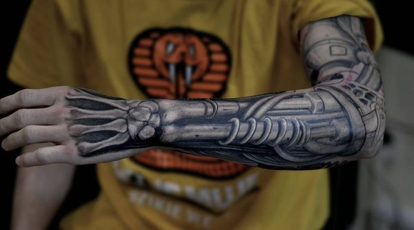 The Terminator S Biomechanical Sleeve Tattoo Biomechanical Tattoo Mechanical Sleeve Tattoo Biomechanical Tattoo Design