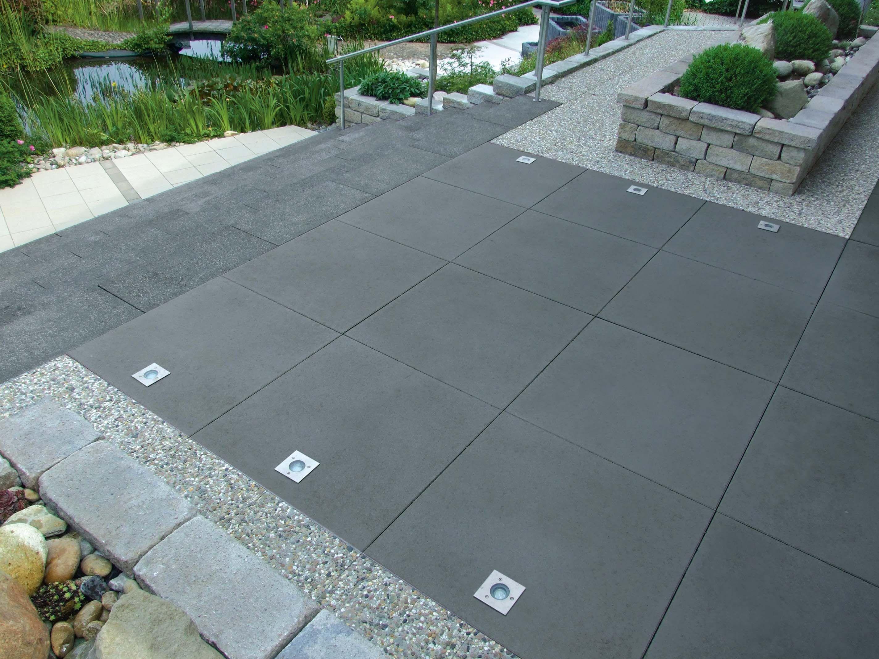 Greyline Betonplatte Terrassenplatten Pflastersteine Gartenmauer Stufen Gartenmauer Abschussiger Garten Betonplatte