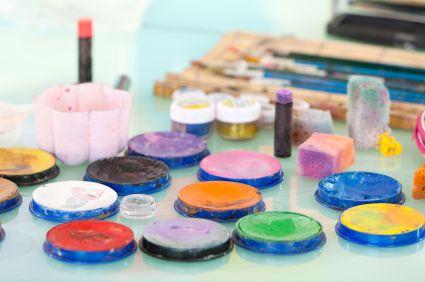 make natural face paint—recipes at the bottom of post!