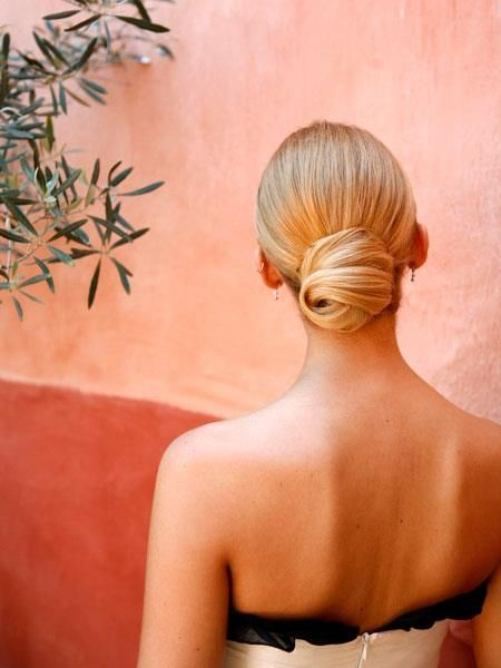 This bun in perfect - elegant, simple and chic! #wedding #hair