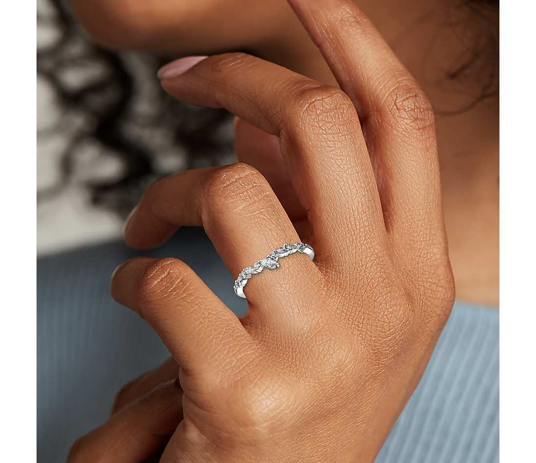 Monique Lhuillier Marquise Diamond Leaf Curved Band In Platinum 1 4 Ct Tw Blue Nile In 2020 Vintage Engagement Rings Sapphire White Gold Engagement Rings Unique Moissanite Engagement Ring Rose Gold