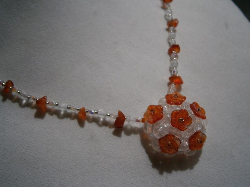Feine Kette orange Karneol Blüten in Bergkristall von kunstpause auf DaWanda.com