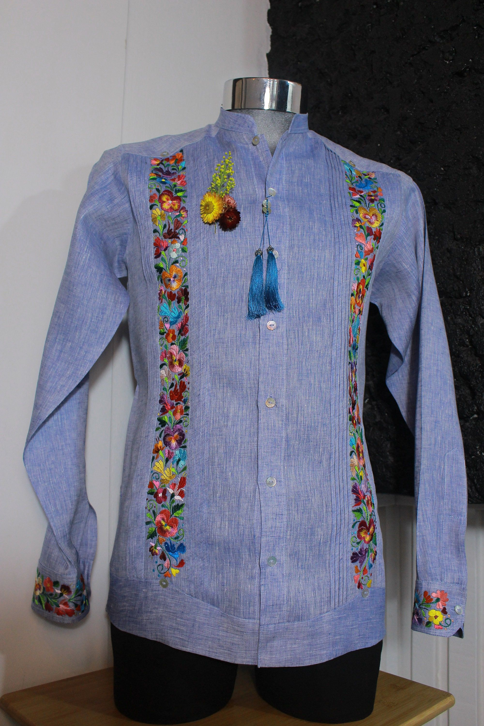 """""""Beautiful linen Guayabera for gentleman with handmade embroidery from Oaxaca Mexico. We strive to offer our customer a high quality product and great fashion taste, mixing a classic shirt with the artisan touch. Fall in love with this handmade shirt and wear with style in yours events. SIZES: (Look images for the details) SIZE 36 / Small SIZE 38 / Medium SIZE 40 / Large SIZE 42 / XL SIZE 44 / XXL NOTE: the measuraments can change since +/- 1 cm in chest and waist. The \""""Raíz Roja\"""" guayabera ar"""