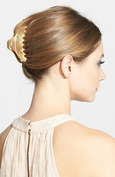 Neat Claw Clip Hairstyle Suitable For Office Clip Hairstyles Banana Clip Hairstyles Hair Clips