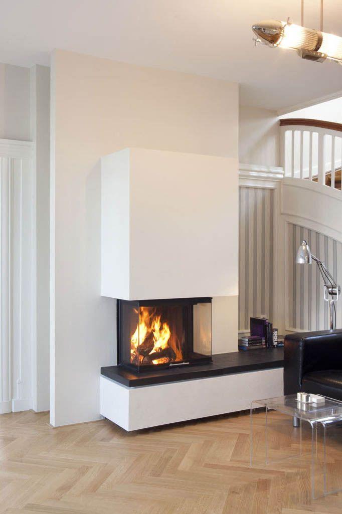 der dreiseitige kamin varia ch mit verlaengerter bank nach rechts steht vor einem. Black Bedroom Furniture Sets. Home Design Ideas